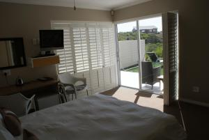 Moya Manzi Beach House, Bed and Breakfasts  Jeffreys Bay - big - 6