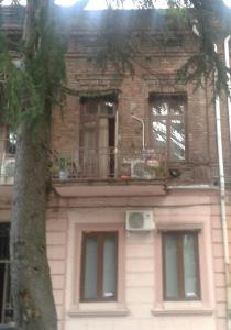 kvartira vozle ploshadi piacci, Apartmány  Mejinistsqali - big - 1