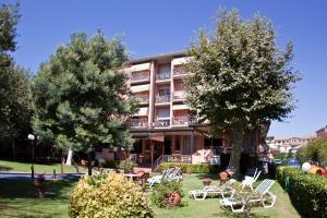 Hotel Gabrini, Szállodák  Marina di Massa - big - 1