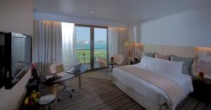 Deluxe King Room Smoking Sea View with Balcony
