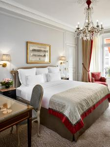 Deluxe Double or Twin Room with Avenue View