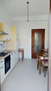Appartamento panoramico per 5 - AbcAlberghi.com