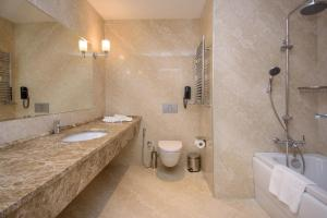 The Grand Gloria Hotel, Hotely  Batumi - big - 28