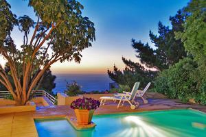 Capsol Villa Rentals - White Sails