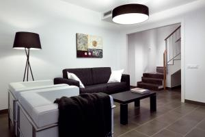 Three-Bedroom Duplex Apartment with Terrace (3-6 Adults)