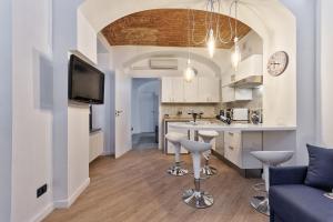 Apartment Porta Nuova Station Suite - A ca d'amis  - AbcAlberghi.com