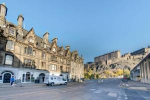 Spacious Castle Terrace 3 Bedroom Apt (Sleeps 8) - Edinburgh