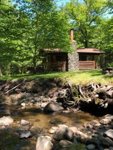 Rustic Log Cabins, Лоджи  Lisbon - big - 9