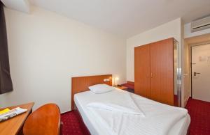Jednolůžkový pokoj s manželskou postelí velikosti Queen