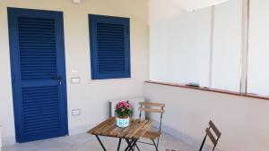 Camera Da Letto Blu Cobalto : Blu cobalto appartamenti fondachello