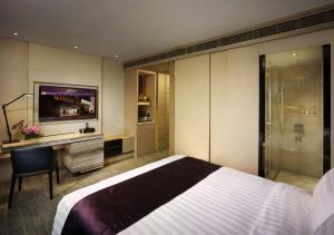 Platinum Queen Room with Breakfast