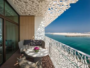 Deluxe King Guest Room with Beach View