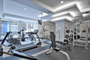 Toronto Luxury Accommodations - QWEST, Apartmány  Toronto - big - 35