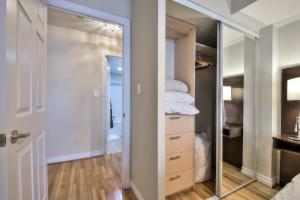 Toronto Luxury Accommodations - QWEST, Apartmány  Toronto - big - 25