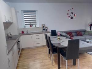 Ambiance Apartment - Swiss Village, Apartmány  Sibiu - big - 5