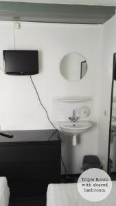 トリプルルーム 共用バスルーム