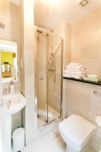 King One Bedroom with Two Bathroom