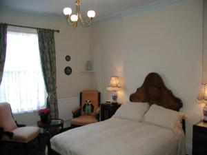 Badger Towers, Bed and Breakfasts  Cheltenham - big - 3
