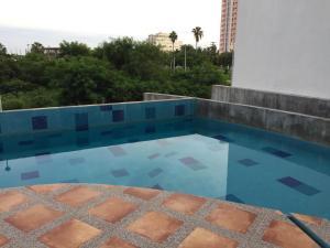Swimming pool & Beach, en La Marina, Appartamenti  Mazatlán - big - 52