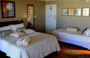 1 Point Village Guesthouse & Holiday Cottages, Apartmanok  Mossel Bay - big - 76