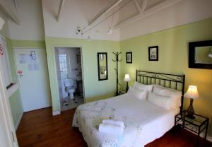 1 Point Village Guesthouse & Holiday Cottages, Apartmanok  Mossel Bay - big - 82
