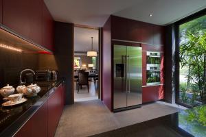 Contemporary Manor (3-Bedroom)