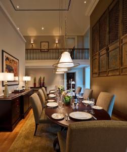 Colonial Manor (3-Bedroom)
