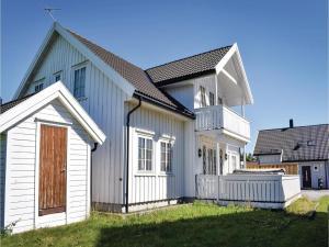 Four-Bedroom Holiday Home in Sogne, Nyaralók  Søgne - big - 11