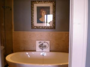 Luxury King Room (Peters)