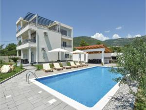 Four-Bedroom Holiday Home in Kastel Novi, Dovolenkové domy  Kastel Novi - big - 26