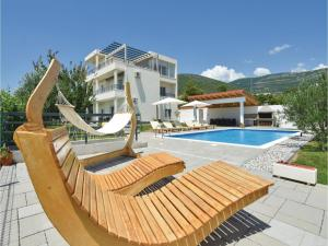 Four-Bedroom Holiday Home in Kastel Novi, Dovolenkové domy  Kastel Novi - big - 25