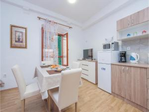 One-Bedroom Apartment in Sibenik, Apartments  Šibenik - big - 19