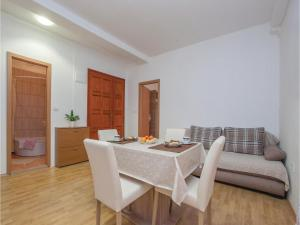 One-Bedroom Apartment in Sibenik, Апартаменты  Шибеник - big - 20