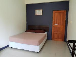Standard Double Room with Fan and Shared Bathroom
