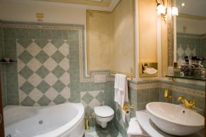 Hotel Ristorante Leon D'Oro (15 of 35)