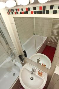 Comfort Studio Apartment with Balcony - Welserstrasse