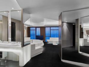 Round Bed Deluxe Suite
