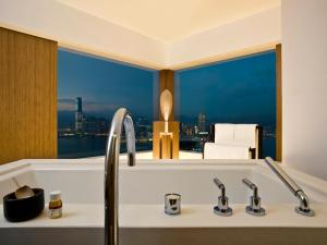 Special Offer - Studio 70 with Harbour View and Staycation Package