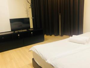 Lusso Suite Island Plaza, Apartmány  George Town - big - 131