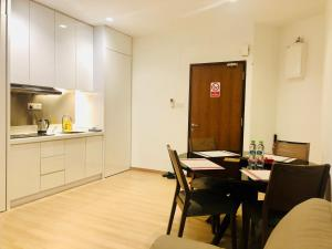 Lusso Suite Island Plaza, Apartmány  George Town - big - 129