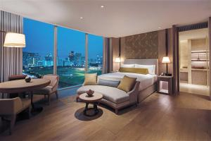 Deluxe King Room with Park View