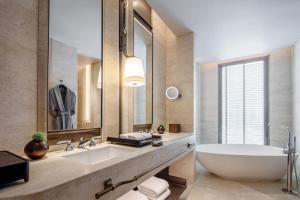 One-Bedroom Astoria Suite