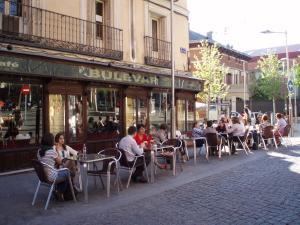 Hostal Castilla, Guest houses  Madrid - big - 9