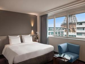 Superior King Room - Eiffel Tower View