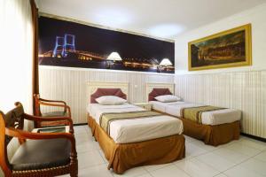 Hotel Tanjung, Hotely  Surabaya - big - 18