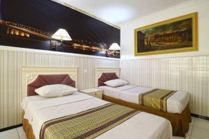 Hotel Tanjung, Hotely  Surabaya - big - 26