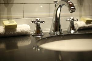 Mini Kühlschrank Für Schreibtisch : Disount hotel selection » usa » new york » sohotel » zimmer