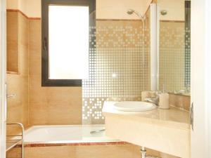 Two-Bedroom Apartment in Calahonda, Mijas Costa, Apartmány  Sitio de Calahonda - big - 4
