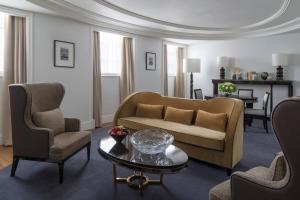 Deluxe One-Bedroonm King Suite