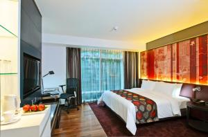 Deluxe Room with City View